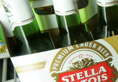 Stella Artois retira un lote de cervezas del mercado por problemas con su botella